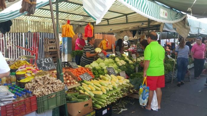 Типичный рынок, правда? :)) молодая кукуруза здесь именуется choclos