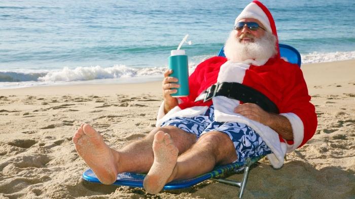 Но, учитывая погоду он вполне может выглядеть и так :))) В целом типичный Санта Клаус